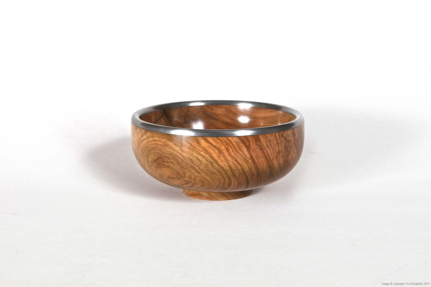olive-bowl-plain-with-pewter-rim