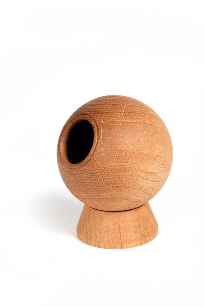 Oak-ball-vase