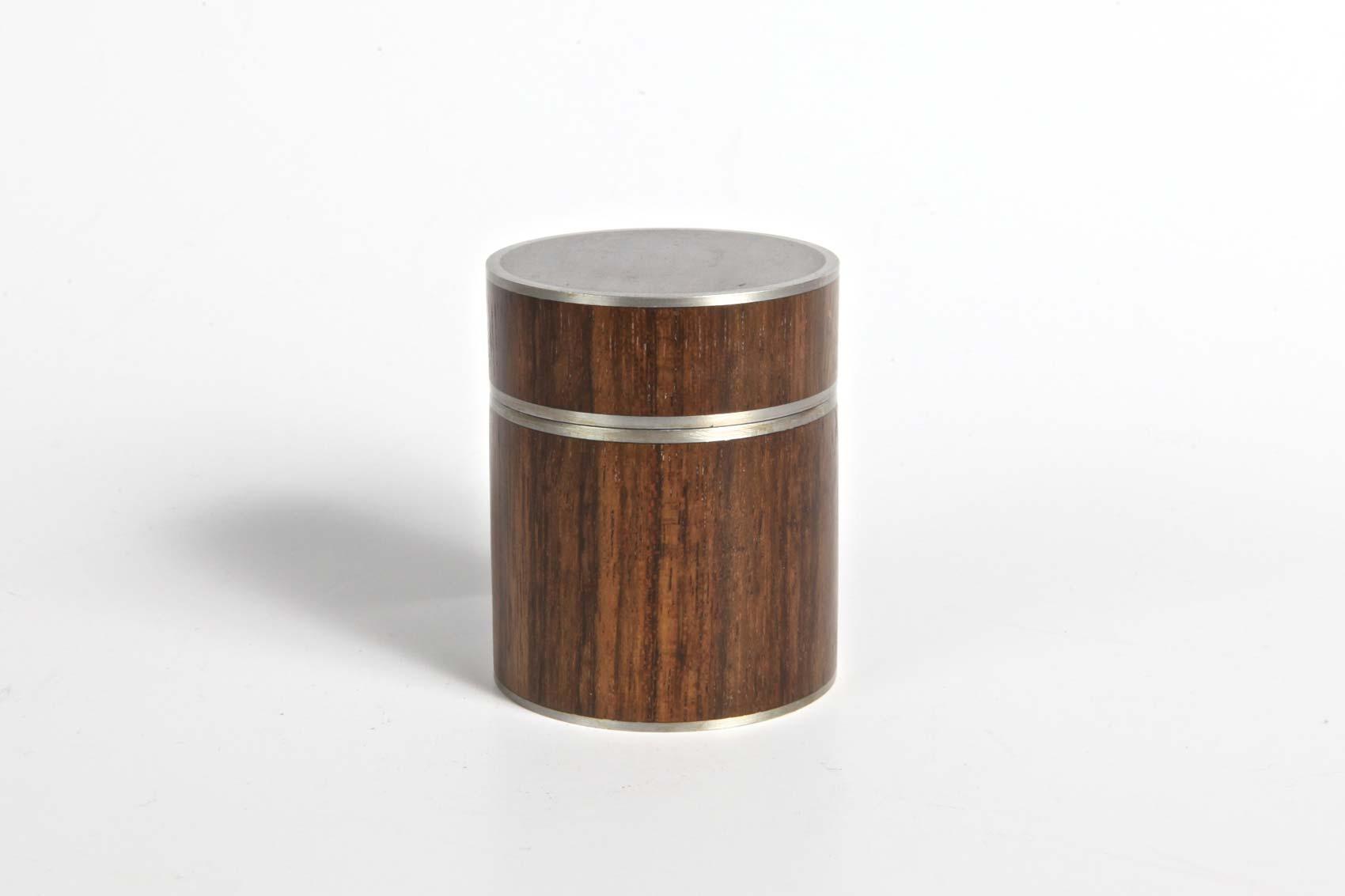 amazique-lidded-pot-with-pewter-rims