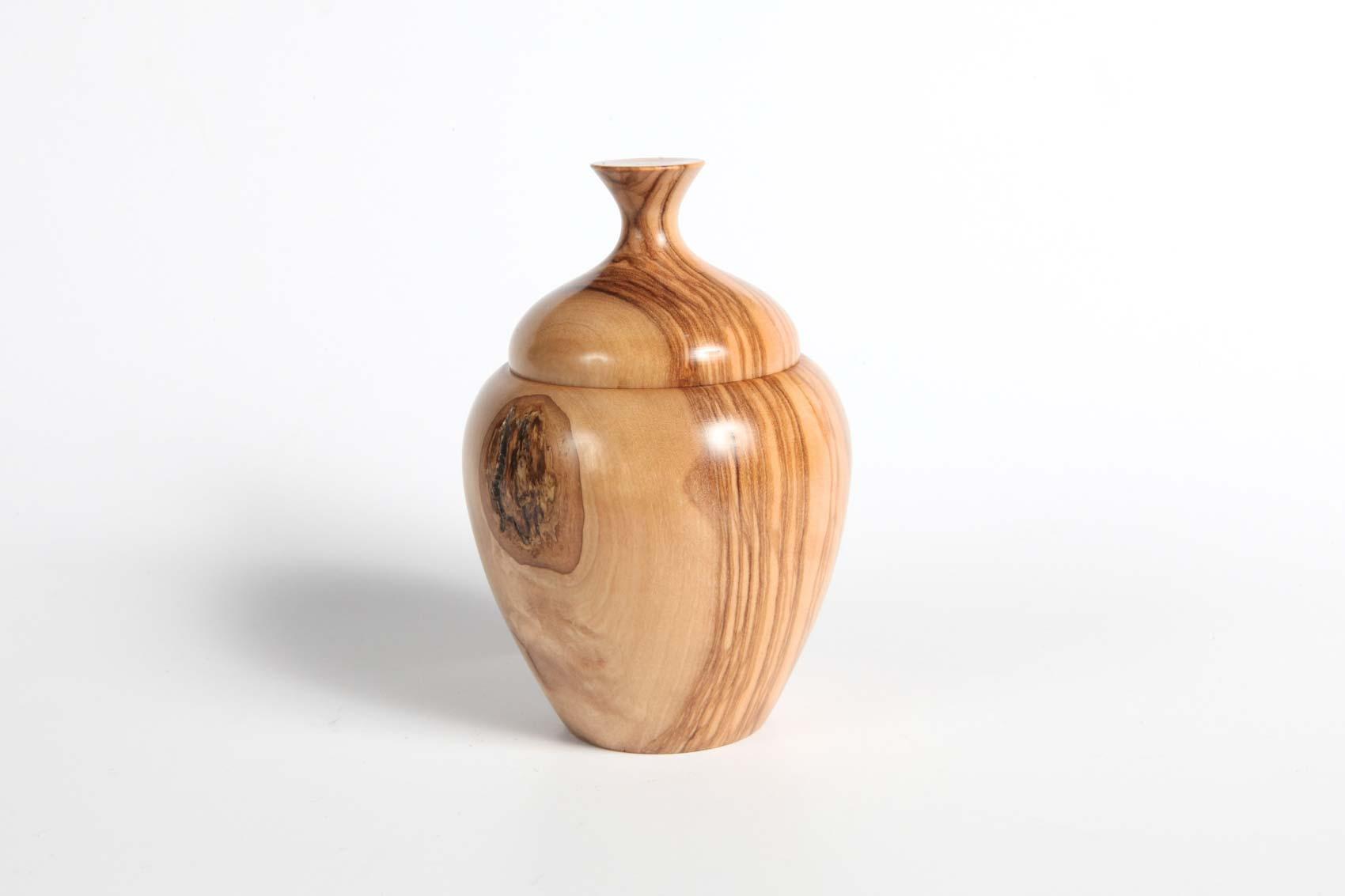 olive-lidded-pot